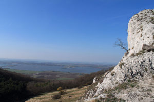 Výhled z cesty na děvín směrem k Horním Věstonicím