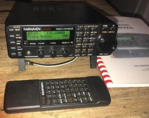 Širokopásmový komunikační přijímač + dálkové ovládání + český návod k použití.